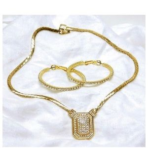 DIOR VINTAGE SIGNED JEWELRY SET. FLAWLESS!!!